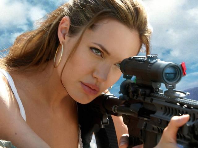 Angelina-Jolie-13